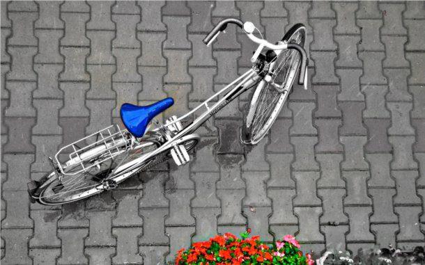 Bicicleta antigua en la ciudad