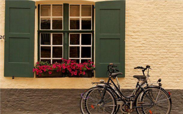 Bicicleta antigua ciudad colonial