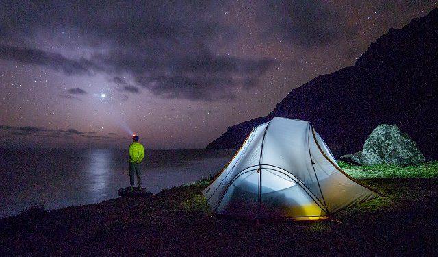 iluminar el campamento