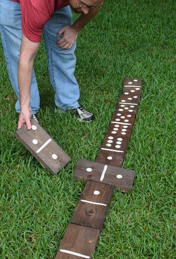 Domino gigante - actividades para jóvenes cristianos