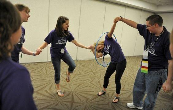 Pasar el hula hula - Actividades para jóvenes cristianos