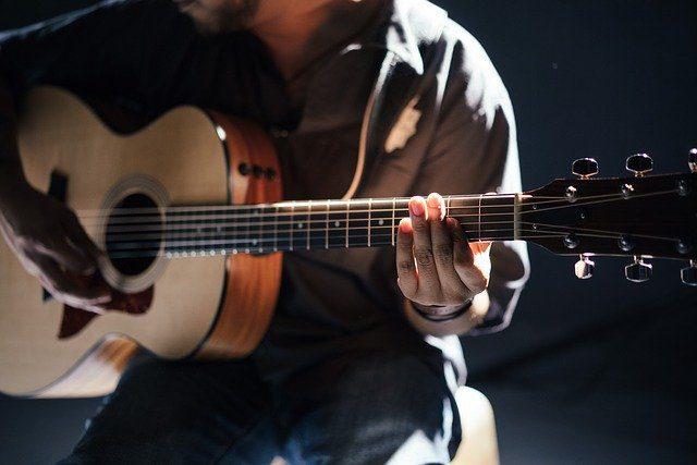 Practicar un instrumento musical desde casa durante  la epidemia del coronavirus COVID-19